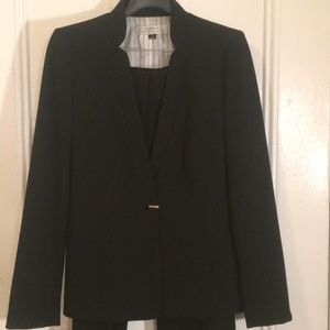 Tahari size 4 black pantsuit